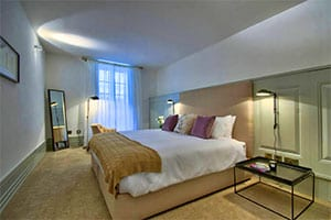 10 Strait Street Apartment offers a luxury stay