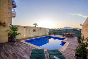 Holiday let in Nadur Gozo: House with pool and views.