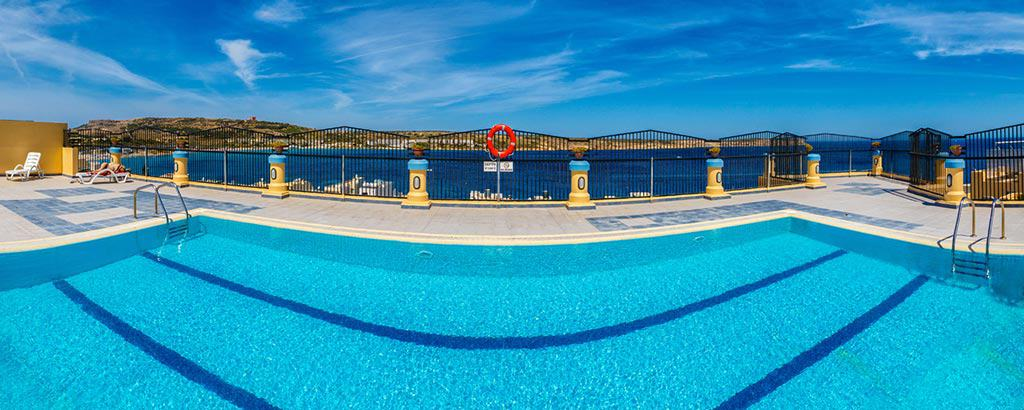 The Luna Holiday Complex is a 3-star hotel located on the edge of Mellieħa Bay.