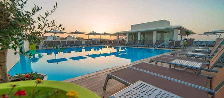 The rooftop pool a the Maritim Antonine Hotel & Spa in Mellieħa