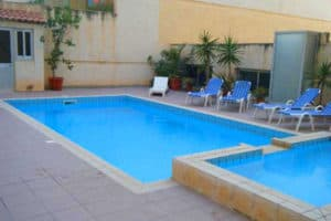 The outdoor pool at Shamrock Apartments