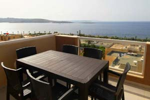 Top floor apartment (penthouse) with sea views in Bugibba.