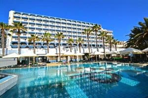 The Qawra Palace Hotel is a family-friendly resort at the Qawra seafront.