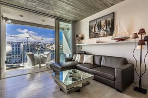 Seafront luxury Airbnb apartment in St. Julian's