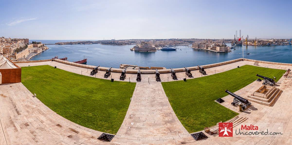 Panoramic view of the Saluting Battery and Grand Harbour from the Upper Barrakka Gardens.