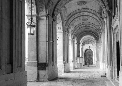 Arches in front of the National Library